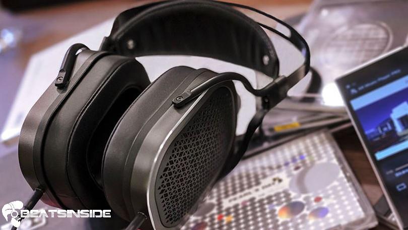 studio headphones - beatsinside